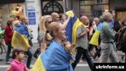 Учасники маршу, який пройшов центральною вулицею міста, Харків, 22 червня 2014 року.