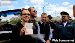 Російська співачка Юлія Чичеріна отримала «паспорт» угруповання «ЛНР»