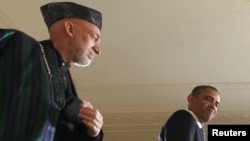Afghan President Hamid Karzai (left) and his U.S. counterpart Barack Obama (file photo)