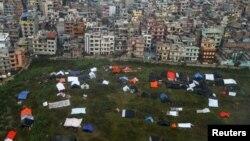 Після землетрусу непальці досі сплять просто неба, Катманду, 28 квітня 2015 року