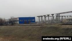 Будаўніцтва заводу па вытворчасьці сьвінцу і сплаваў у Белаазёрску.