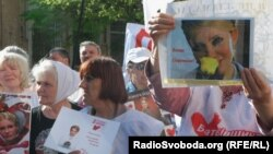Узган атнада Тимошенконы яклаучылар Харьков мәхкәмәсе янына җыелды