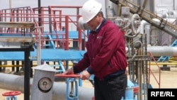 An employee at the OzenMunaiGaz facility in Zhana Ozen (file photo)