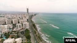 У відповідь на запитання журналістів українці говорили, що Кіпр у них асоціюється з Середземним морем, стародавніми руїнами й відпусткою