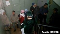 Рәфис Кашапов тарафдарлары коридорда утырырга мәҗбүр