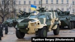 Виставка бойових машин, яку організував «Укроборонпром» на Михайлівській площі Києва, 5 грудня 2015 року