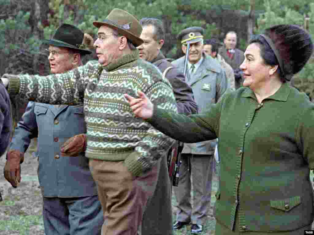 Tito (left) and his wife (right) and Soviet leader Leonid Brezhnev on a visit to Russia's Zalesye region on April 1, 1973.