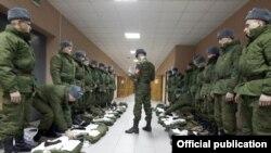 Прибытие солдат на российскую военную базу в Гюмри, Армения. Иллюстративное фото.