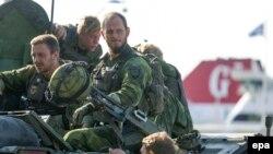 Шведские военнослужащие.