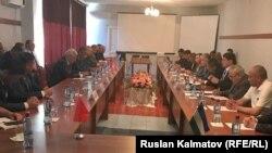 Переговоры рабочей группы Кыргызстана и Узбекистана по вопросам границ в Джалал-Абаде.