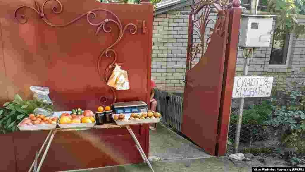 И овощи с крымских грядок