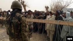 Акция протестующих афганцев у базы НАТО в Кандагаре