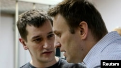 Олег (с) һәм Алексей (у) Навальныйлар