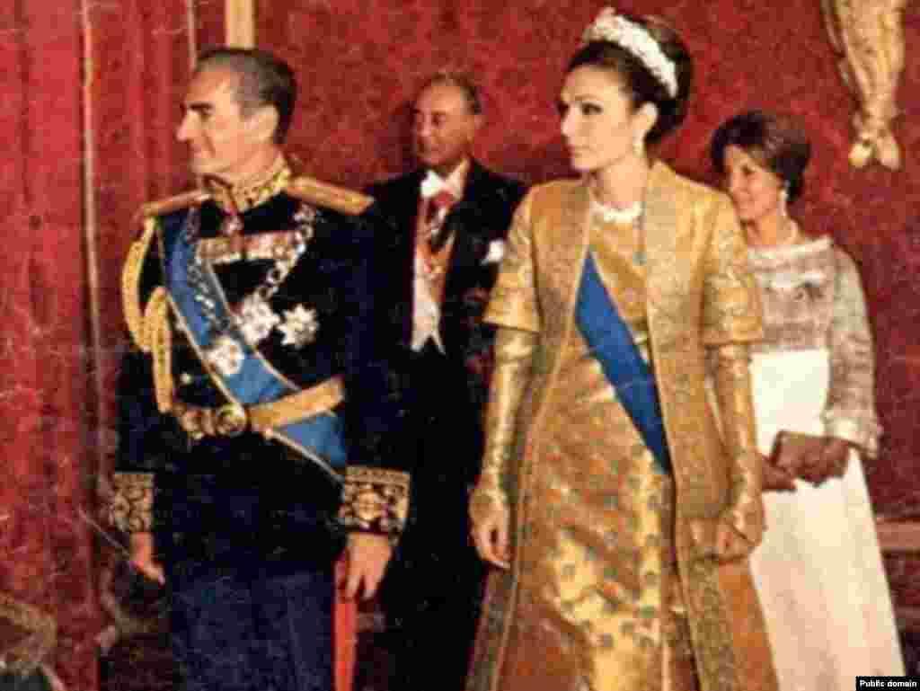 Šah Mohamed Reza Pahlavi sa suprugom na prijemu