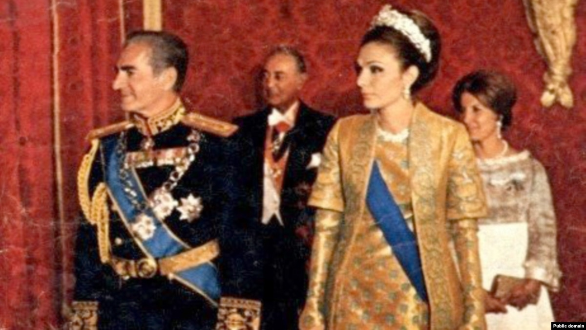 Interview farah pahlavi recalls 30 years in exile for Shah bano farah pahlavi