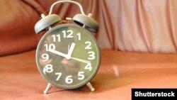О 3:00 за київським часом стрілки годинників будуть переведені на одну годину вперед
