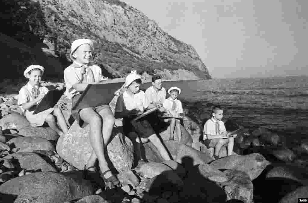 Пионерское лето в Крыму, 50-е годы ХХ века