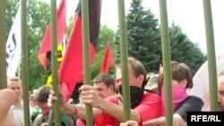 Демонстрация антиглобалистов блокированная на стадионе имени Кирова