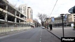 Դատարկ փողոց Երևանում