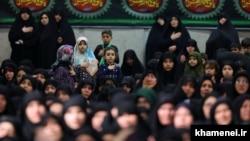 На религиозной церемонии в Тегеране памяти Фатимы – дочери пророка Мохаммеда