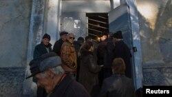 Недавно по одному из российских телеканалов показывали разоблачение очередного мошенничества – обманутыми оказались множество пенсионеров, которым, обобрав их до нитки, всучили «чудодейственные лекарства». В Абхазии жуликам не разгуляться – их скоро все будут знать в лицо