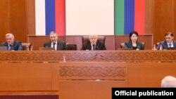 На сессии Народного собрания Дагестана (архивное фото)