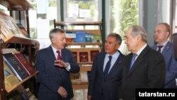 Рөстәм Миңнеханов һәм Миңтимер Шәймиев Тарих институтының 20 еллыгына багышланган күргәзмәдә