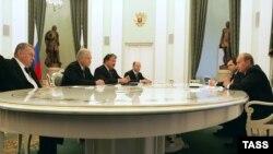 От того, какую стратегию избирут партии, во многом будет зависеть характер президентской кампании, считает Святослав Каспэ