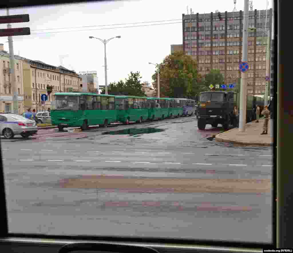 Significant numbers of soldiers and military vehicles have taken up positions around Minsk.