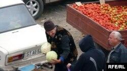 Piața la Strășeni