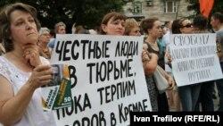 Demonstrators gathered to mark Mikhail Khodorkovsky's 50th birthday.