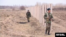 Кыргыз-өзбек чегиндеги кыргыз чек арачылары. Баткен облусу.
