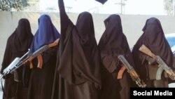 """Женщины (многие бывшие пленницы), воюющие на стороне группировки """"Исламское государство"""""""