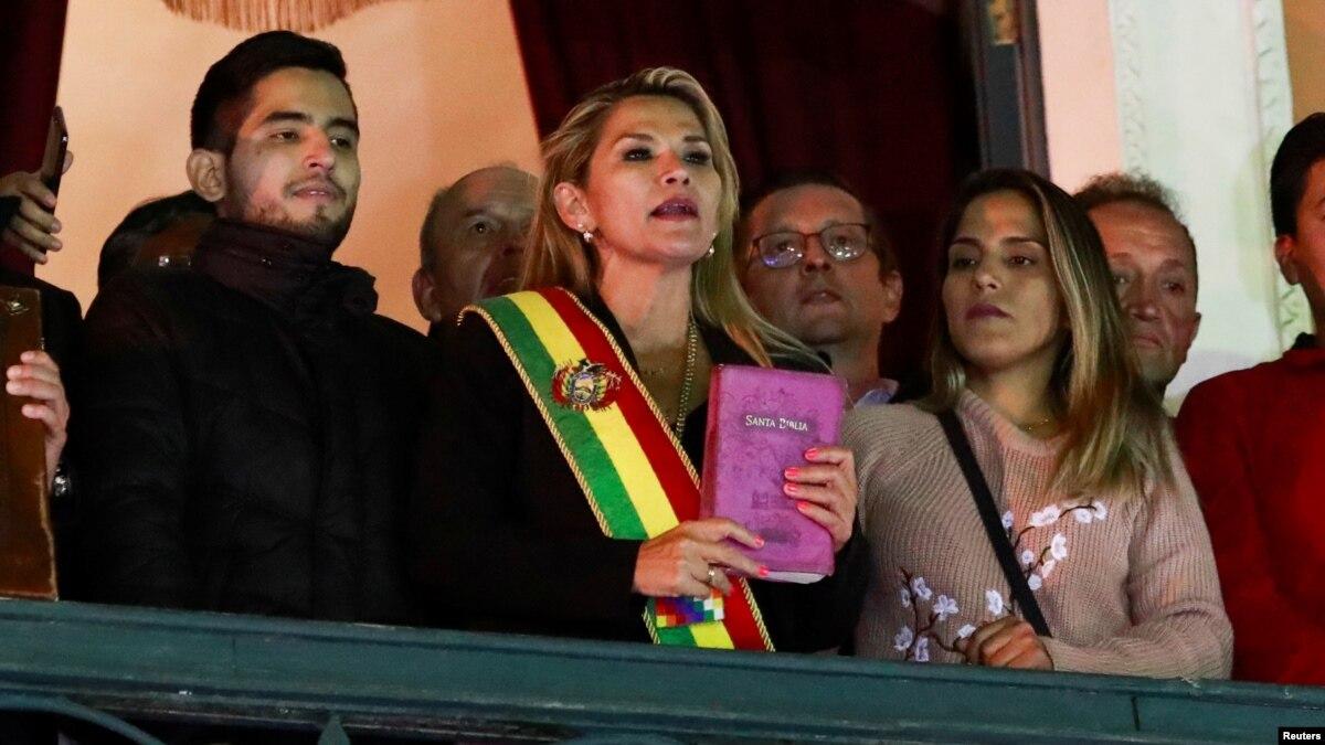 Лидер оппозиции объявила себя временным президентом Боливии после отставки Моралеса