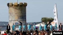 Дастаи велосипедронҳои Остона дар арафаи кушоиши Тур де Франс дар Корсика