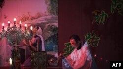 Služba u hrišćanskoj pravoslavnoj crkvi u Kini, u provinciji Harbin, na jugu Kine. Kina je zvanično ateistička država.