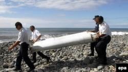 Фрагмент крыла «Боинга», найденный на побережье острова Реюньон. 29 июля 2015 года.