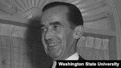 Pioneering U.S. broadcaster Edward R. Murrow