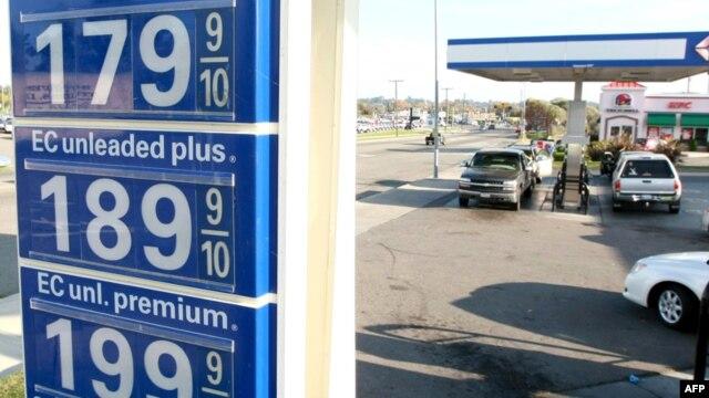 Цены на бензин в США растут с каждой неделей