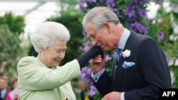 Prince Charles və Queen Elizabeth