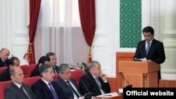 Рустам Эмомали на заседании правительства Таджикистана в январе 2014 года.