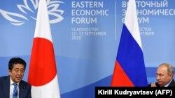Япония бош вазири Синдзо Абэ Россия президенти Владимир Путин билан. 2018, 10 сентябрь.