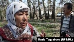 Манат Утеулиева, мать убитого эколога Нурлана Утеулиева. Поселок Тастыбулак Алматинской области, 5 апреля 2013 года.