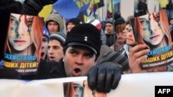 Еуромайдандағы шерушілер. Киев, 3 желтоқсан 2013 жыл.