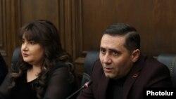 «Բարգավաճ Հայաստան» կուսակցության ղեկավար անդամներ Իվետա Տոնոյանը և Արման Աբովյանը