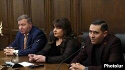 Депутаты от фракции ППА. Ивета Тоноян (в центре)