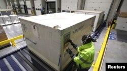 Belgia, camioane pregătite cu containere frigorifice speciale pentru transportul vaccinului anti-Covid-19.