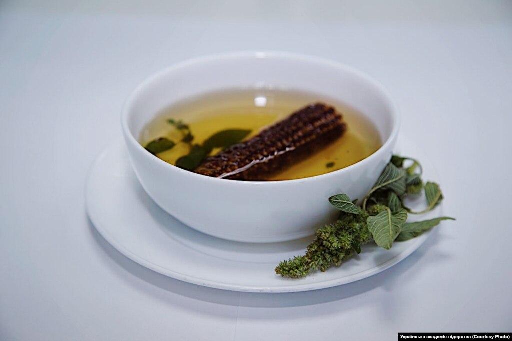 Суп«Бур'ян» –зварений качан кукурудзи та трава