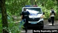 Украинская полиция на месте, где было найдено тело Виталия Шишова