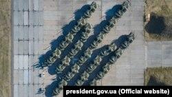 Бронетехніка ЗСУ під час урочистостей у День Державного прапора України, 23 серпня 2020 року